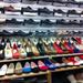 Ázsia Center: ronda férficipőből is van felhozatal, de a színes női szekció azért elég jó.