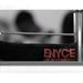Az Enyce főoldalán látható kép szájbarágósan adja tudtunkra, hogy mi a márka célközönsége.