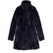 A jobb oldali lány ilyen kabátot visel. Puha és 167500 forintba kerül