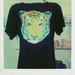 Az Ourstyle  Boutique-ban meg is lehet venni ezeket a pólókat.