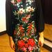 Nyáron nagyon divatos volt a trópusi minta, de a nyár elmúlt, és ez a ruha most 10500 forint 21 ezer forint helyett.