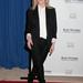 Kim Basinger: az irodai elegancia elegáns eseményen se ciki. Kell egy jó fehér ing és pár alapdarab.
