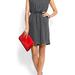 A Mango Outlet oldaláról rendelhetünk pamutruhát 8995 forintért. csinos, kényelmes, és kis piros táskával még kicsit ünnepi hangulatú is.