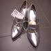 Az ezüst cipő 10 ezer forintba kerül a WestEnd H&M üzletében