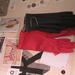 Designer kesztyűk a Flatlab Showroomban.