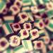 A Cukorka fabric karácsonyi édességei belül marcipános-csokis ízt kaptak, melyeket átlagosan 650 forintért lehet megvenni a Múzeum körúti üzletben.
