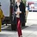 Emma Stone a JFK reptérre érkezett ebben a szerelésben.