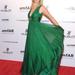 Chloe Bello modell az amfAR gálán pózol New Yorkban