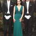 Dita von Teese már májusban érezte a 2013-as trendet: smaragdzöldben mutatta be parfümjét.