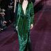 Itt kezdődött a smaragdzöld, anyagában leopárdmintás Gucci ruha sikere: 2012 február 22-én sétál a milánói kifutón egy modell a 2012-13-as őszi-téli szezon ruhájában.