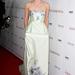 Az Anna Karenina Los Angeles-i bemutatóján egy halványzöld Erdem ruhát visel.