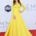 Julianne Moore a 64. Emmy gálán citromsárga, hosszú ujjú Dior Couture ruhában villogott: szokatlan választás, de bejött.