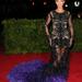 Beyoncé a 2012-es Met gálán Givenchy Haute Couture ruhában mutogatta fenekét.