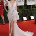 Charlize Theron Dior Couture-ben mutogatta lábát a Golden Globe-on.