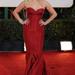 Reese Witherspoon a Golden Globe díjátadón Zac Posen ruhában vett részt. A mélyen dekoltált darabért kapott hideget-meleget, de valójában jól áll neki.