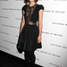 Keira Knightley egy New York-i filmes gálán álldogál talpig bársonyban és csipkében.