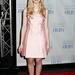 A púderszínek is jól állnak a fiatal színésznőnek: 2012 novemberében rózsaszín, térdig érő ruhában ment a Children at Heart gálavacsorára New Yorkban. Fanningnak nem lehet könnyű gyerekkora...