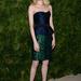 2012 november: Emma Stone a CFDA/Vogue Fashion Fund Awards kilencedik éves rendezvényére látogatott el smaragdzöld Burberry ruhában. A cipője Christian Louboutin, ékszereit Jennifer Meyer tervezte.
