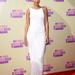 Amikor épp nem szakadtan, vagy bikiniben mászkál az énekesnő, akkor mindig nagyon csinos: a 2012 MTV Video Music Awards Los Angeles-i rendezvényére egyszerű, fehér ruhában érkezett.