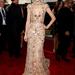 A Grammy díjátadón Taylor Swift Zuhair Murad estélyiben, Prada cipőben, és Neil Lane ékszerekkel vett részt.