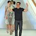 A 35 éves tervező, Erdem Moralioglu örül a kollekció sikerének.