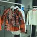 A kabát 299 euró, vagyis az ára 80000 forint körül lesz.
