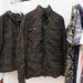Az egyik kabát ára 7900 forint.