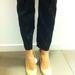 H&M: a nadrágon kis gyöngyök vannak alul. A cipő egyébként bőr, leárazva 6500 forint.