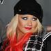 Christina Aguilera egész évben a haja alját festegette, volt rózsaszín és piros is. Egyik se állt jól neki. Itt épp az amerikai Voice egyik partiján szórakozik.