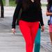 Khloe narancsos-piros nadrágot választott a Miami boltnézéshez,