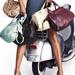 H&M reklámfotó: ne a táskákat figyeljék, hanem a modell szögegyenes derekát!