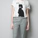 Yoko Ono póló a Zarában 4995 forint.