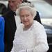 A királynő maga is szeret ruhát tervezni