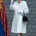 Mindene gyűrődésálló anyagból készül, de nem fontos, hogy szellőzzenek is a ruhák: a királynő nem izzad.