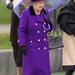 2012 október: lila kabát, lila ernyő... Valószínűleg ez is egy Launer táska: egy átlag Launer kiegészítő 800-1000 fontba, 284-355 ezer forintba kerül.