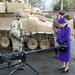 2012 november: a királynő simán felveszi ugyanazt kétszer, vagy többször, nem szereti szórni a pénzt ruhákra. Ez a táska pont olyan, mint amit a 4-es képen láthatunk, valószínűleg ugyanaz.