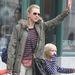 Naomi Watts és fia is csíkosban
