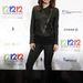 Olivia Wilde piros magassarkú cipőhöz választotta fekete bőr biker dzsekit
