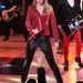 Bőrnadrág: Taylor Swift itt éppen a keményebbik oldalát mutatja be.