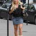 Ugg csizma miniszoknyával egy elég trampli nőn.