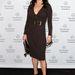 Catherine Zeta Jones előnyeit remekül hangsúlyozza a wrap-ruha
