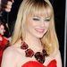 Emma Stone ruhájához illő feltűnő nyaklánccal Los Angelesben