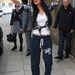 Nicole Scherzinger tréningalsóban nyújtózkodik Londonban