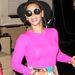 Beyonce neon felsőben, karika fülbevalókkal New Yorkban: a neon eltűnését már egyszer megjósoltuk, de mégis szivárog vissza folyamatosan ez a régi trend.