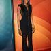 Naomi Campbell fekete kezeslábasban promotálja új műsorát Pasadenában. Sajnos Stella McCartney hatása miatt úgy tűnik, mégis marad az overál.