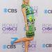 Paris Hilton kék platform cipőben a People's Choice Awards-on.