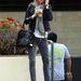 Nicky Hilton szürke skinny farmerben telefonál 2008-ban