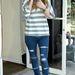 Nicky Hilton szakadt skinny farmerben telefonál 2009-ben