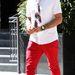 David Arquette szűk szabású piros farmerben