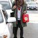Milla Jovovich téli szerelésében iktatta be a trendi nadrágot